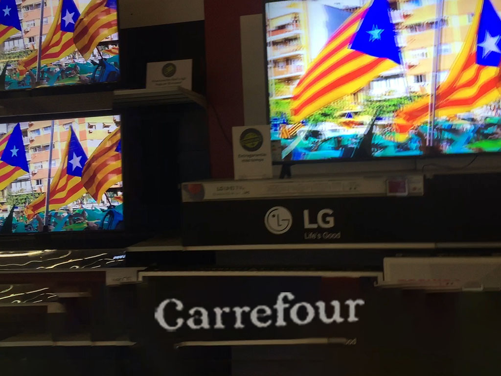 The Carrefour center in Gavà joins the separatist campaign (video)